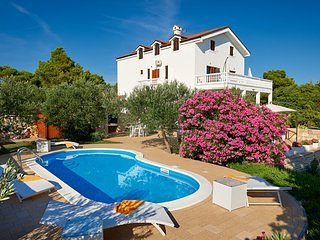 Luxury Villa Bella Vista with Swimming Pool