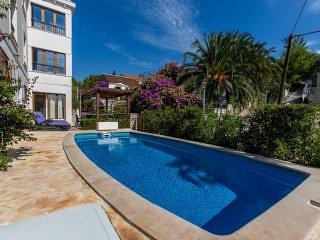 Apartment Marina with Swimming Pool I