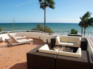 Primera linea de playa. Espectacular apartamento, gran terraza con vistas al mar
