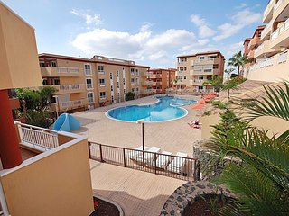 Tranquil 2 Bedroom Apartment. Gated Pool. Jacuzzi. Close to beach & amenities.