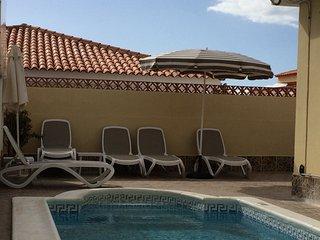 3 bed 3 bath villa with private pool in Callao Salvaje
