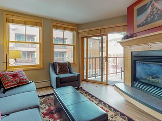 Walk to slopes from cozy condo w/pool, hot tub, & fitness!