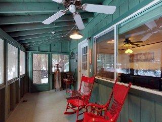 Cozy cabin near river, tubing, skiing, fishing - breathtaking location!