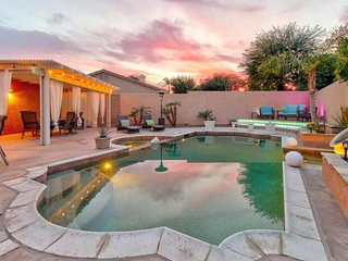 Dog-friendly house with private hot tub & pool, high-end touches, great backyard