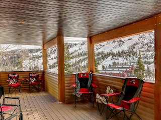Mountain view condo w/ 2 decks and a shared steam room - walk to lifts, dogs OK!