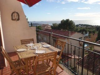 2 bedroom Apartment in Bandol AOC, Provence-Alpes-Côte d'Azur, France : ref 5028