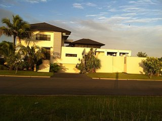 Deluxe canal home on Bribie - 27 Pentas Drive, Bongaree