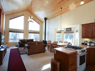Big Mountain Cabin,10 adults, 2 children, 3 levels, NO SMOKING, NO PETS