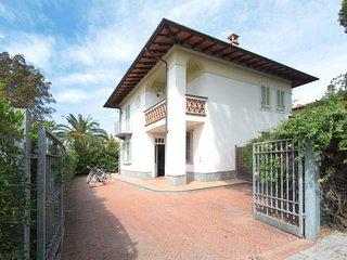 4 bedroom Villa in Forte dei Marmi, Tuscany, Italy : ref 5055086