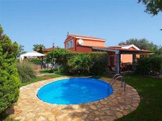 Villa Mrvica con piscina, jacuzzi, Wifi, barbecue, localita' tranquilla, 4camere