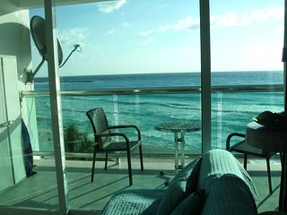 PUNTA CANCUN 1 BEDROOM LOFT IN OCEAN DREAM HOTEL: BEACH, 2 POOLS, OCEANVIEW