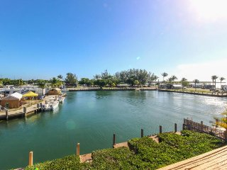 Bayfront house w/ ocean views, dock & easy beach access - dogs ok!