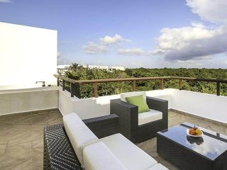 Modern Penthouse W/ Private Rooftop & Jacuzzi + Access to beach & Resort!