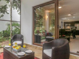 SPECIAL OFFER ** Screened in Terrace * Jungle View * TAO Condo **