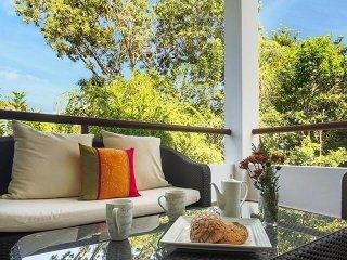 Exquisite Modern Condo in Serene Tropical Hideaway