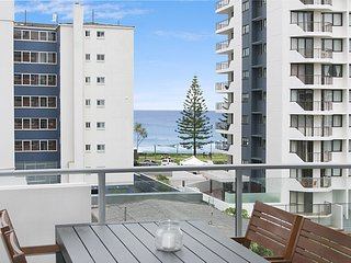 Eden Apartments Unit 502 - Luxury 2 bedroom apartment close to the beach with Wi