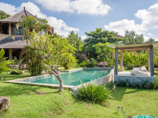 WALKING DISTANCE TO BEACH - LITTLE BUNGA DESA 4BR