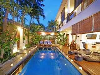 5BR-Family and group villa walk to Eat street Seminyak