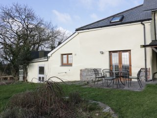 LOWER WEST CURRY COTTAGE, countryside views, open plan and spacious, near