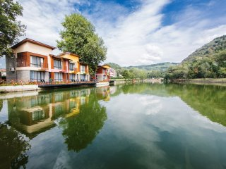 WATERSIDE HOUSES /House 5/