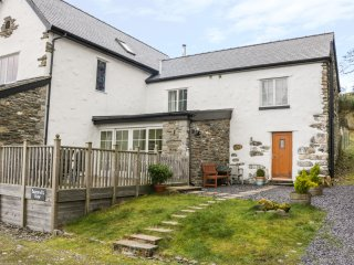 BUZZARDS VIEW, family friendly, luxury holiday cottage, with a garden in Eglwysb
