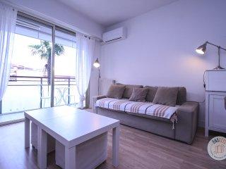 Appartement climatise avec terrasse a quelques metres des plages