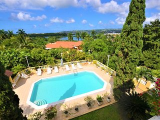 Affordable! Cook! Housekeeper! Pool! Bogue Villa