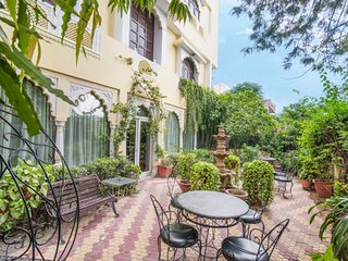 Pleasant heritage retreat, close to City Palace