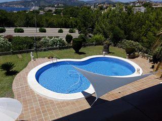 Espectacular villa con piscina privada, sala de juegos, bbq y vistas al mar