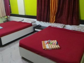 Well-equipped room near Sai Baba Temple