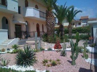 CASA VACANZA: Appartamento ampio  a 300m dalla spiaggia in zona residenziale di