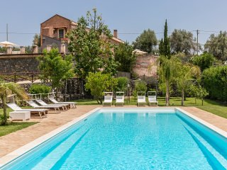Villa Paradiso - Enchanting Pool and sights of Etna, Taormina and the Ionian Sea