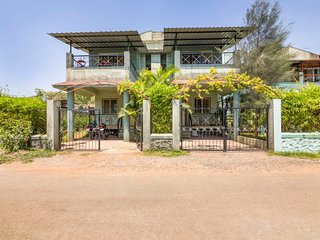 Well-appointed 2-BR bungalow for a large group
