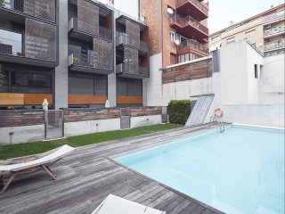 Apartment with Terrace and Pool near Park Guell for 8