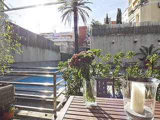 Barcelona Apartment for groups with Pool for 8