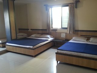 Budget room for 6 near bus station