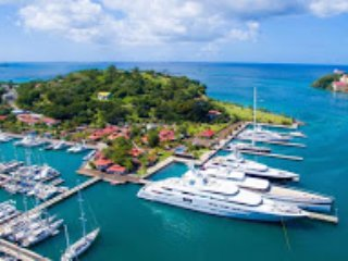 Why not opt for a floating yacht villa offering various locations
