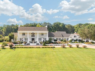 Bell Mill Mansion - Exclusive 21,000 Sq Ft Mansion with Resort Style Amenities