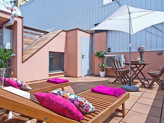 Pool and Terrace Apartment in Gracia for 6
