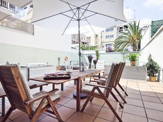 Gràcia Holiday Loft with Terrace and Swimming Pool