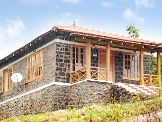Idyllic 1-BR cottage, 100 m from Sholai Waterfalls