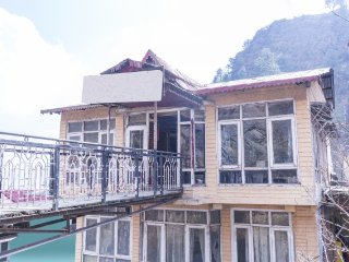 9-BR stay with a hilly view, perfect for a large group