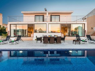 Modern Villa in Playa de Muro Pool & Views A