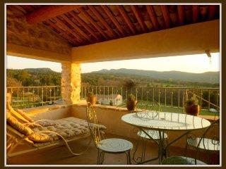 70 m2 dans Bastide du 17eme - Terrasse - Tres belle vue