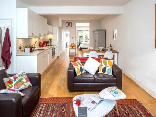 5* Central Super-Clean Bright Stylish Home Near Camden Market - Sleeps 5 + Baby