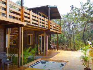 Rejuvenating stay with a Jacuzzi, close to Candolim Beach
