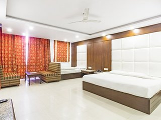 Contemporary room for friends, close to Mall Road
