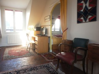 Marais Large One Bedroom Apart 40 sq m Quiet & Sunny