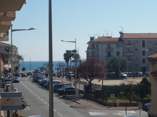 Grand appartement T3 = Parking a 200m de la mer
