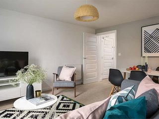 New Scandi styled 2B flat with canalside lifestyle